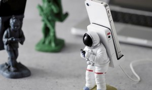 the gadget flow Astronauts Phone Stand